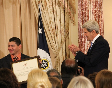 Secretary of State John Kerry and Public Prosecutor Javier Antonio Morazán (photo/ US Bureau of Educational and Cultural Affairs)